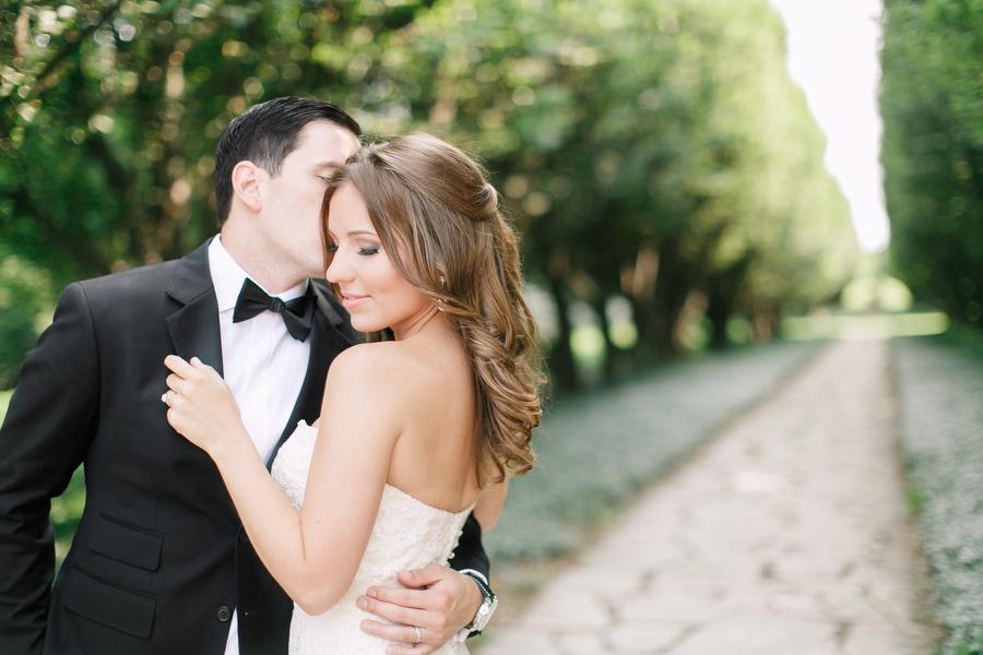 A beautiful wedding at Château des Charmes winery at Niagara on the Lake. Portraits taken at Niagara Botanical Gardens.