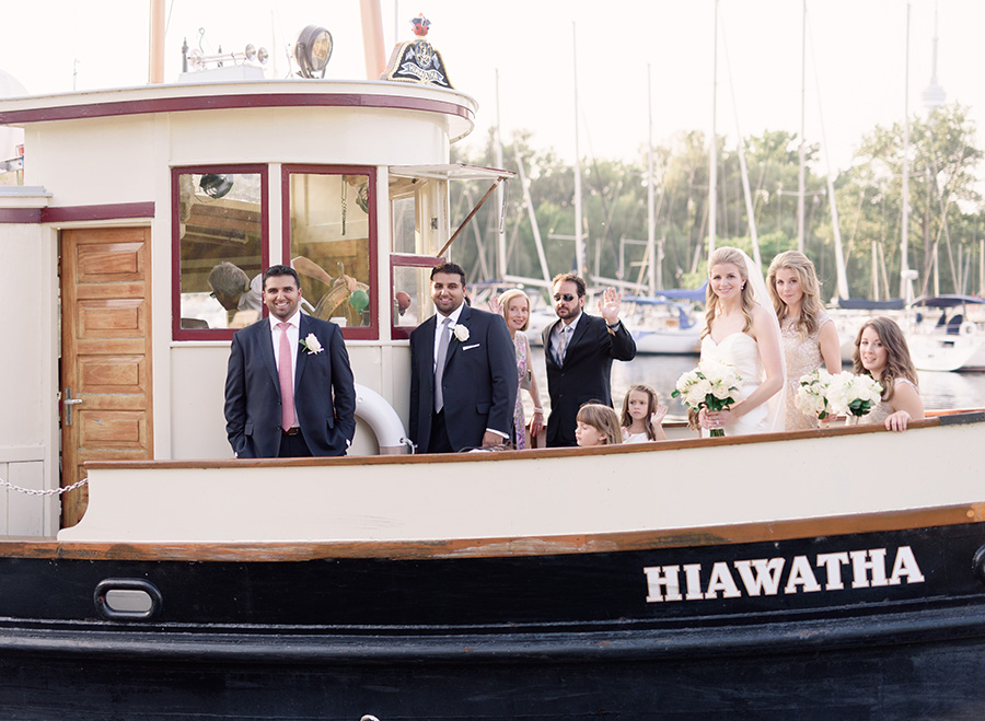 A beautiful wedding at the Royal Canadian Yacht Club (RCYC), photographed by ARTIESE