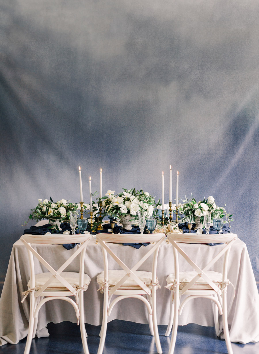 Modern Renaissance inspiration wedding at Holcim Waterfront Estate with navy blue and gold theme   photo: ARTIESE