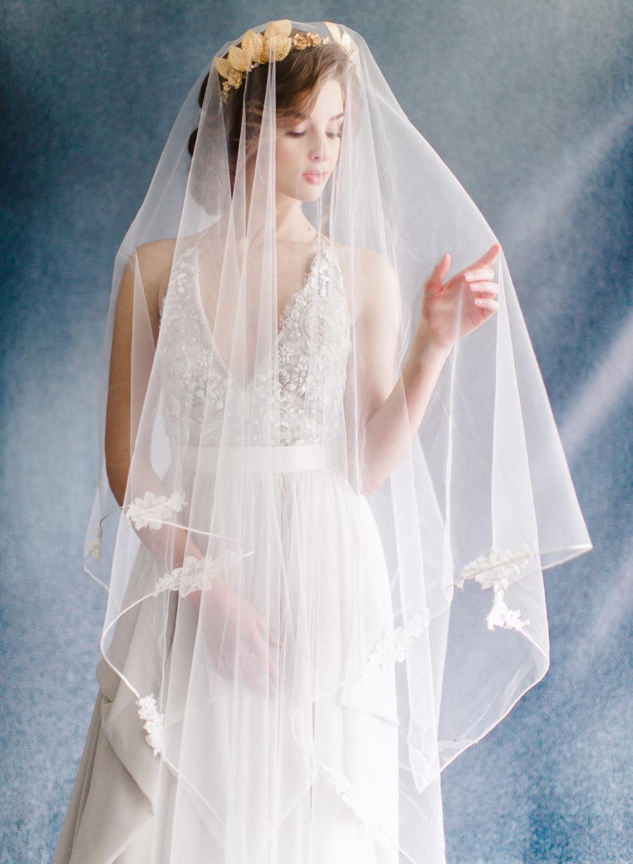 Modern Renaissance Wedding Inspiration | Holcim Waterfront Estate | photo by: ARTIESE
