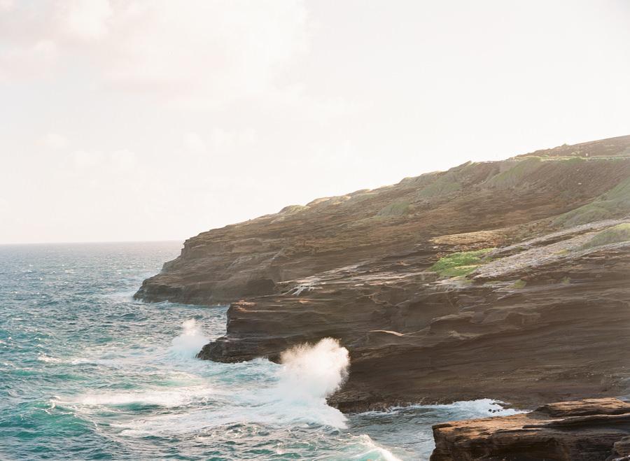 Oahu, Hawaii Destination Wedding Photographer | Alexis & David Anniversary Portraits | Photo: ARTIESE